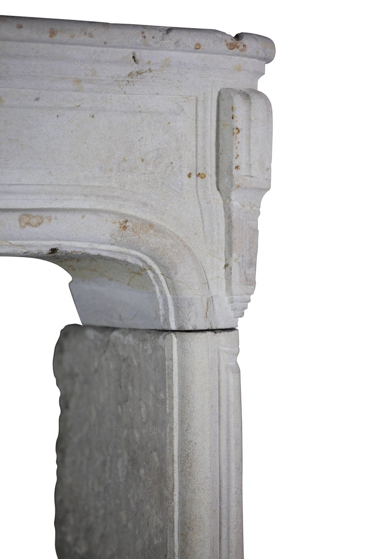 18th Century French Country Regency Period Limestone Fireplace Surround In Good Condition For Sale In Beervelde, BE