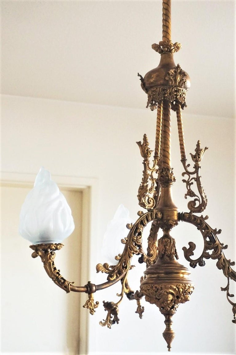 Fine 18th Century French Louis XVI Style Fire-Gilded Bronze Electried Chandelier In Good Condition For Sale In Frankfurt am Main, DE