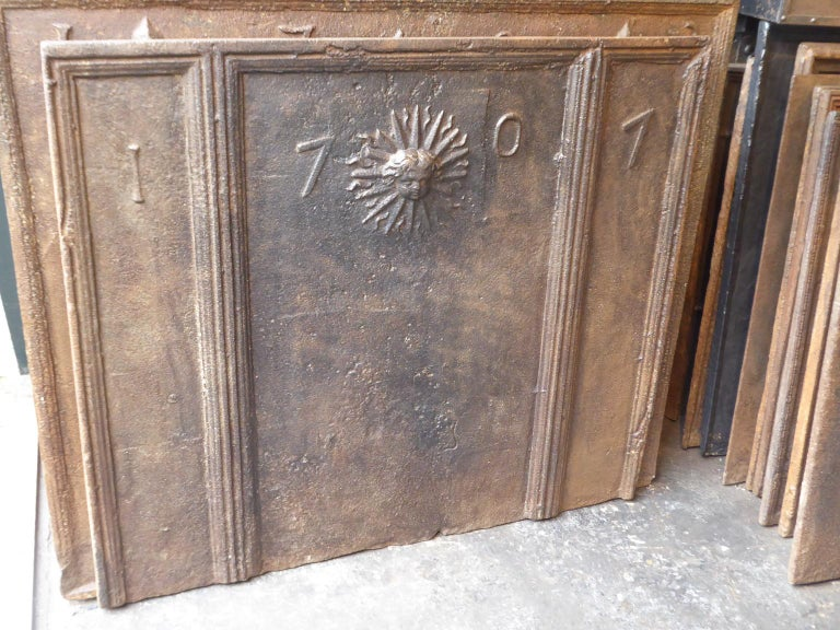 18th Century French Louis XIV 'The Sun' Fireback In Fair Condition For Sale In Amerongen, NL