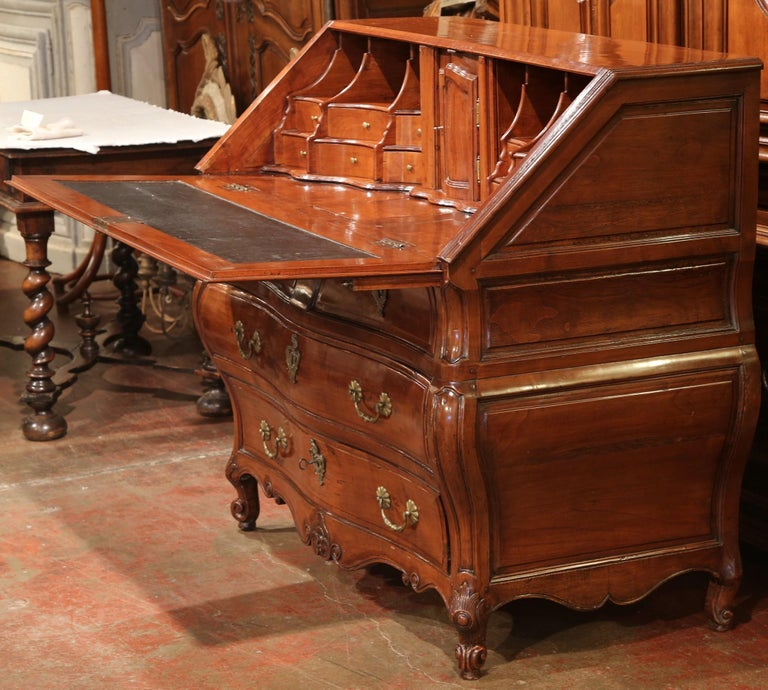 18th Century French Louis XV Carved Bombe Cherry Desk Secretary from Bordeaux For Sale 1