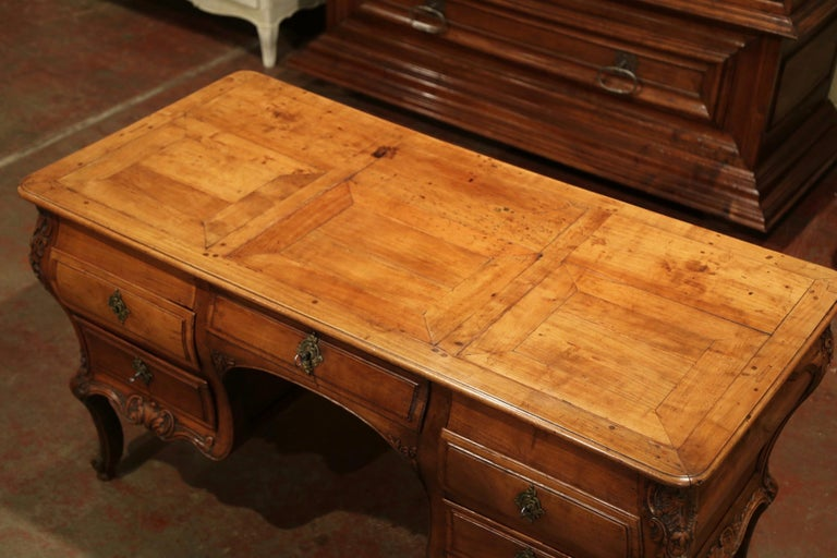 18th Century French Louis XV Carved Bombe Cherry Desk with Five Drawers  For Sale 1