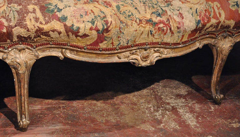 18th Century French Louis XV Carved Giltwood Canapé with Aubusson Tapestry For Sale 6