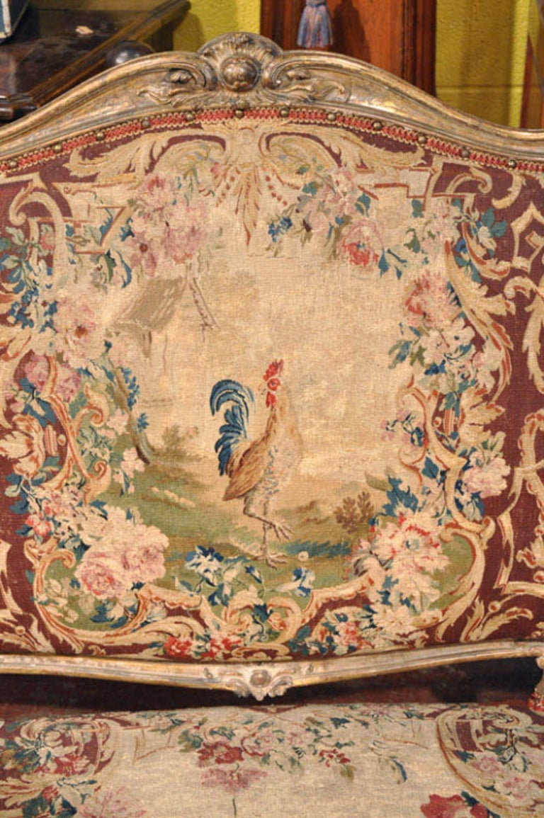 18th Century French Louis XV Carved Giltwood Canapé with Aubusson Tapestry In Excellent Condition For Sale In Dallas, TX