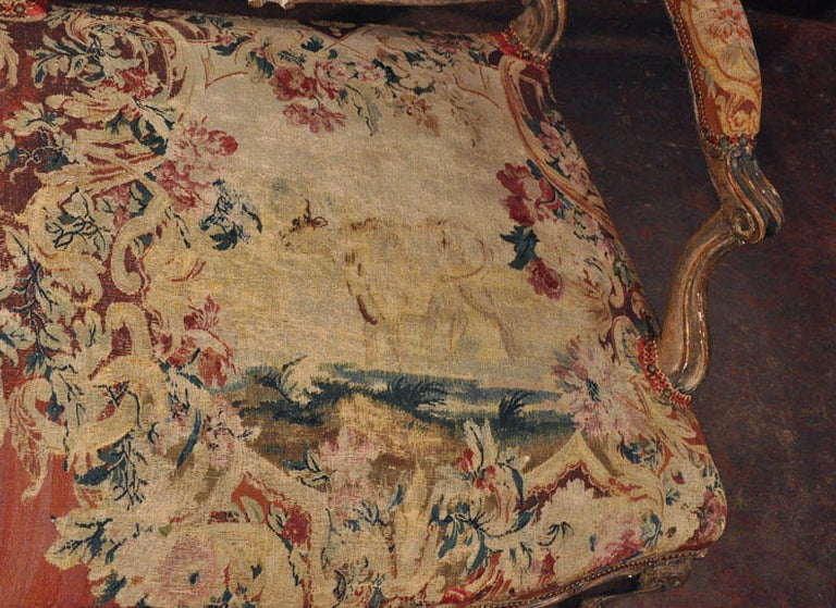 18th Century French Louis XV Carved Giltwood Canapé with Aubusson Tapestry For Sale 5