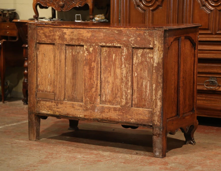 18th Century French Louis XV Carved Walnut Bombe Chest of Drawers from Lyon 7