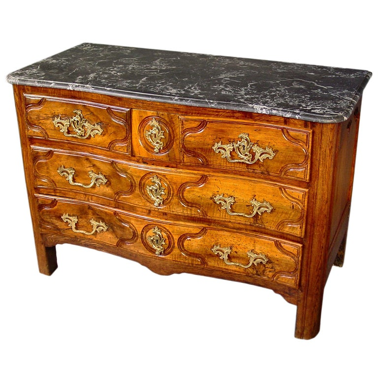 18th Century French Louis XV Period Walnut Chest with Five Drawers In Good Condition For Sale In West Palm Beach, FL
