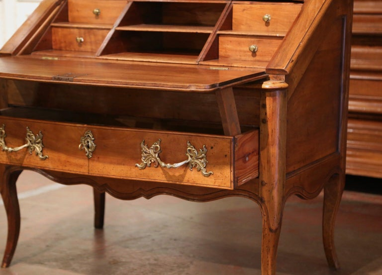 18th Century French Louis XV Walnut Desk Secretary from Provence For Sale 7