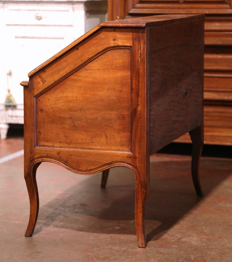 18th Century French Louis XV Walnut Desk Secretary from Provence For Sale 10