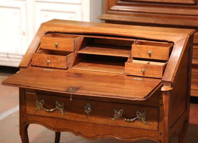 18th Century French Louis XV Walnut Desk Secretary from Provence For Sale 1