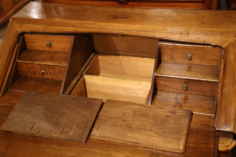 18th Century French Louis XV Walnut Desk Secretary from Provence For Sale 3