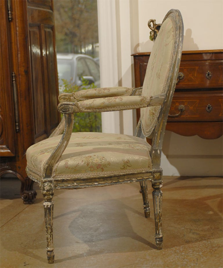 French Louis XVI Period Late 18th Century Painted and Carved Wooden Fauteuil For Sale 1
