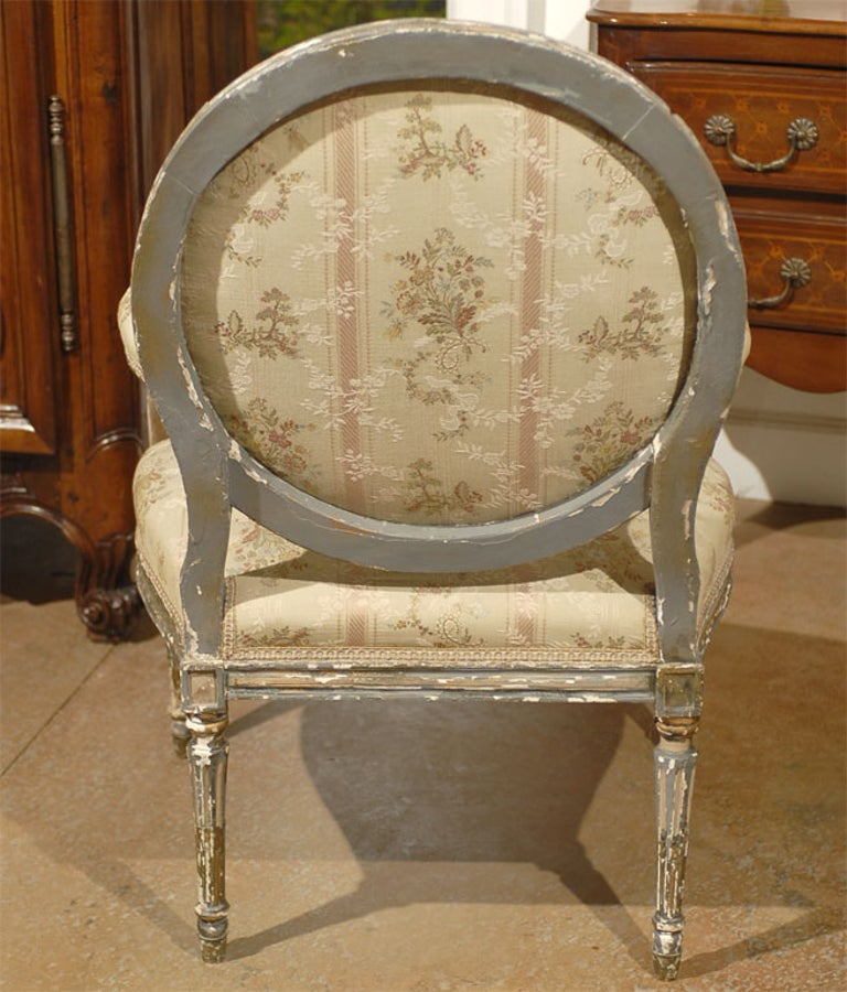 French Louis XVI Period Late 18th Century Painted and Carved Wooden Fauteuil For Sale 3