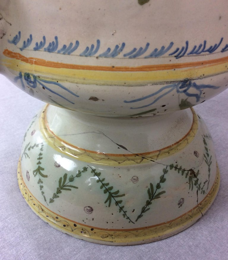 18th Century French Louis XVI Style Provencal Ceramic Centerpiece In Good Condition For Sale In Arles, FR