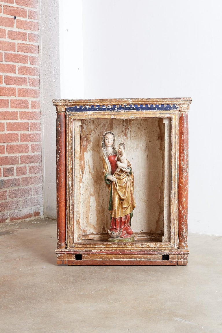 18th Century French Niche or Shrine Display Cabinet For Sale 6