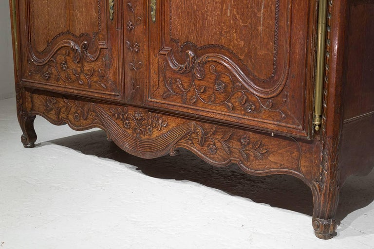 18th Century French Oak Armoire For Sale 7