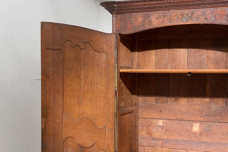 18th Century French Oak Armoire For Sale 1