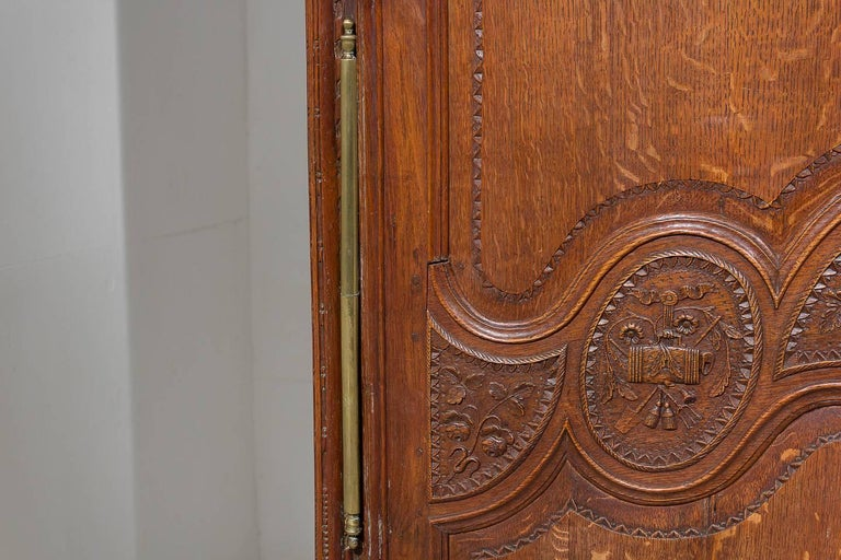 18th Century French Oak Armoire For Sale 3