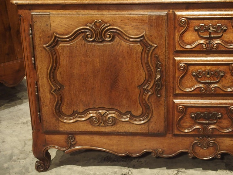 18th Century French Oak Buffet with Center Drawers from Lorraine For Sale 4