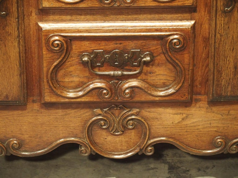 18th Century French Oak Buffet with Center Drawers from Lorraine For Sale 6