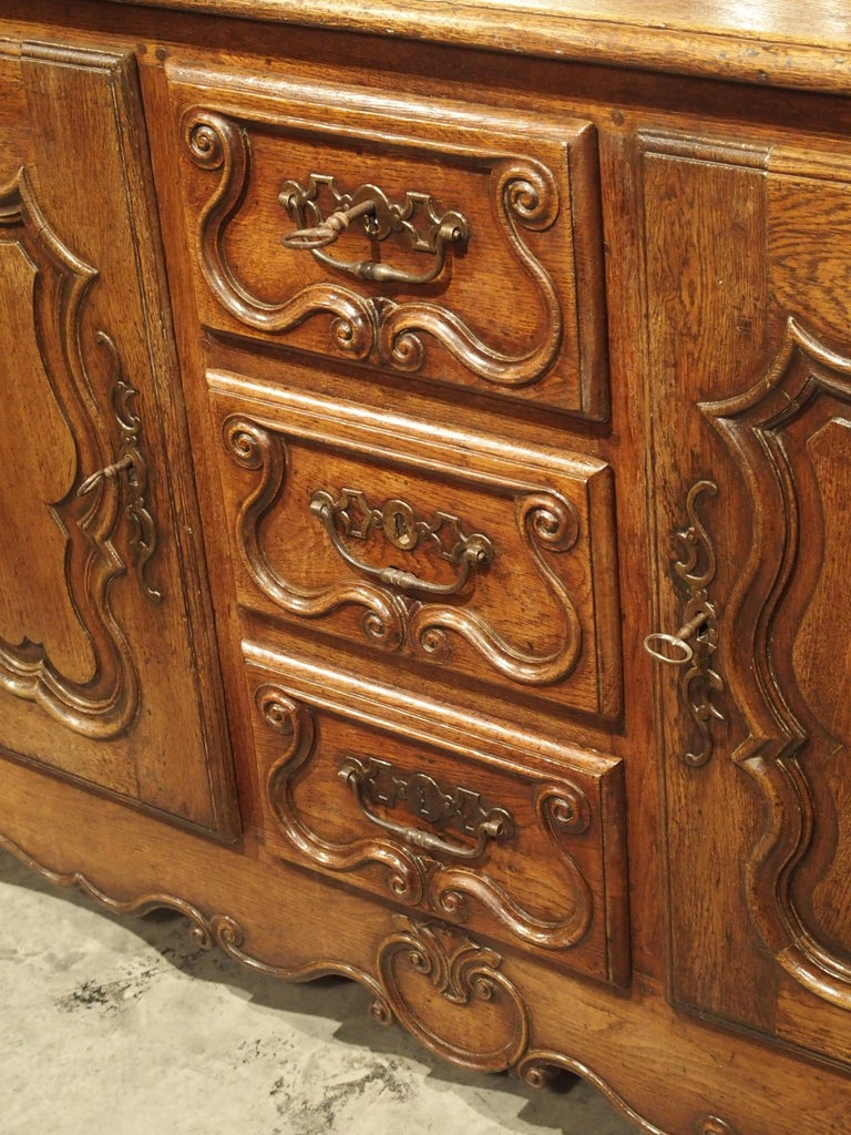 18th Century French Oak Buffet with Center Drawers from Lorraine For Sale 7