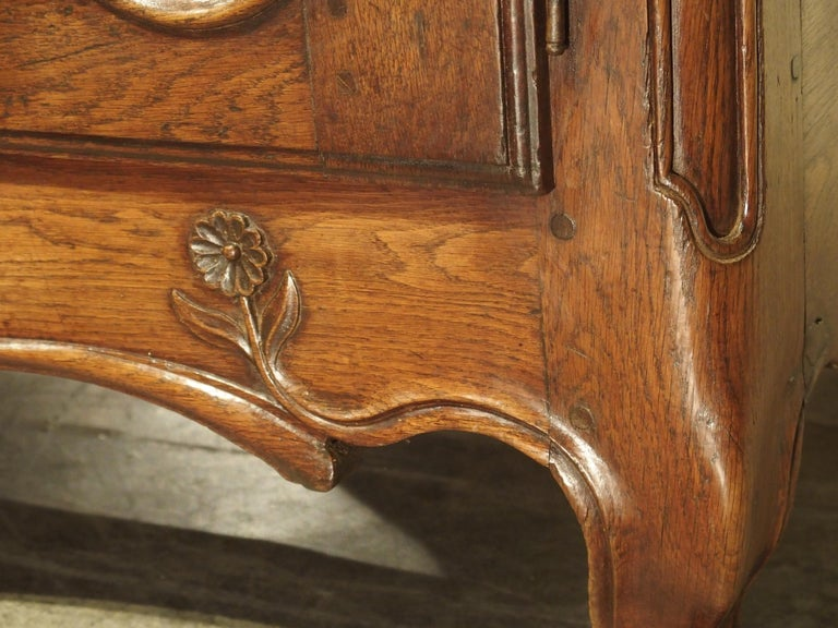 18th Century French Oak Buffet with Center Drawers from Lorraine For Sale 11