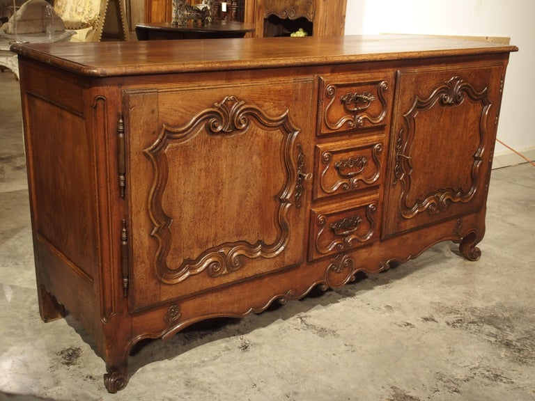Louis XV 18th Century French Oak Buffet with Center Drawers from Lorraine For Sale
