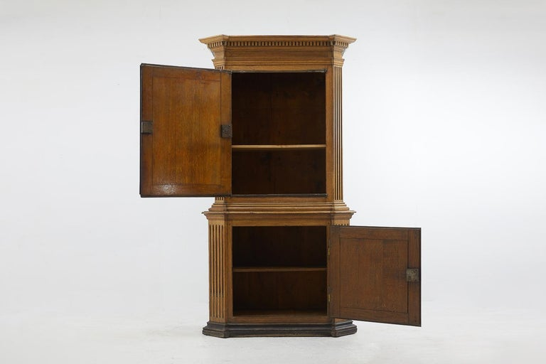 18th Century French Oak Cabinet In Good Condition For Sale In Husbands Bosworth, Leicestershire