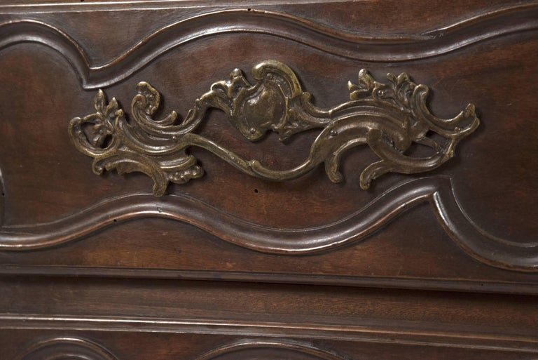 18th Century French Provincial Louis XV Carved Walnut Bombe Commode In Good Condition For Sale In Salt Lake City, UT