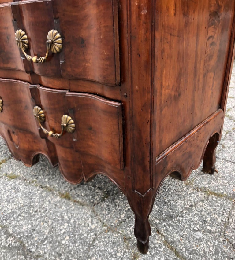 18th Century French Provincial Walnut Commode In Good Condition For Sale In Charleston, SC