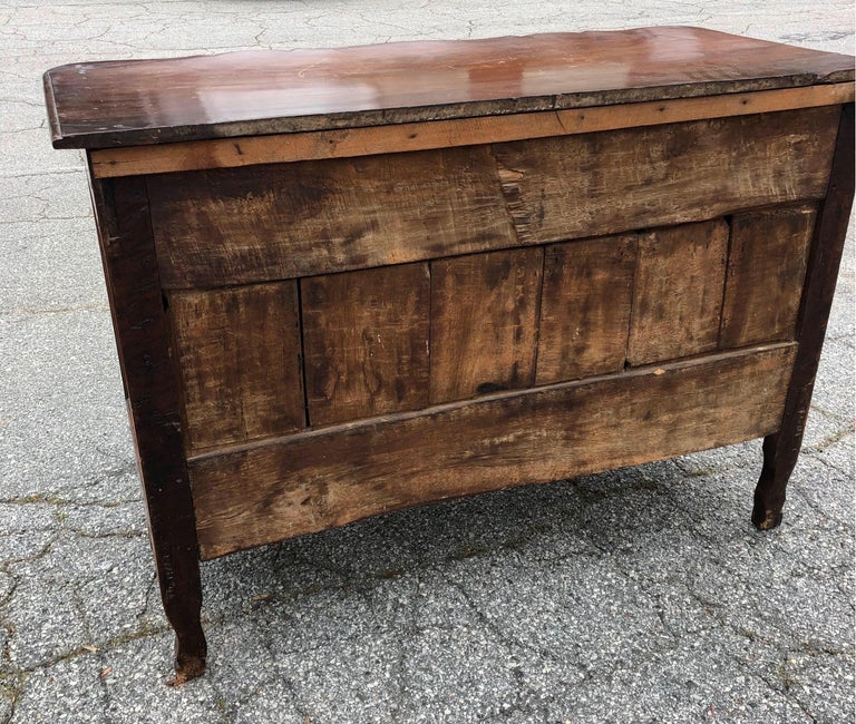 18th Century French Provincial Walnut Commode For Sale 2