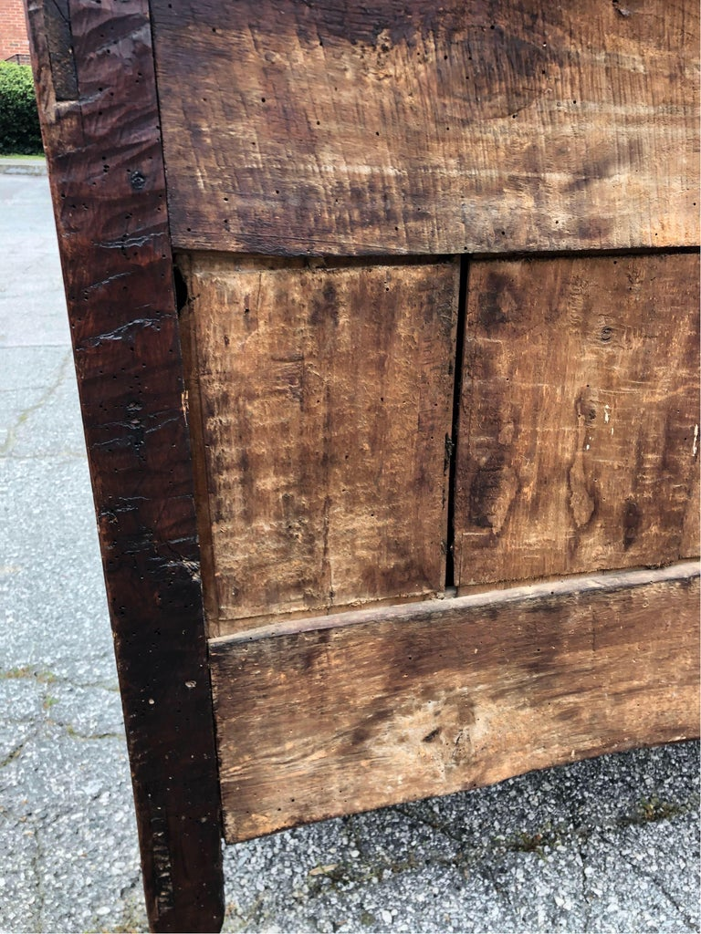 18th Century French Provincial Walnut Commode For Sale 3