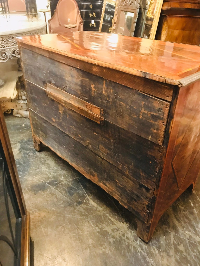 18th Century French Regence Inlaid Walnut Commode In Good Condition For Sale In Dallas, TX