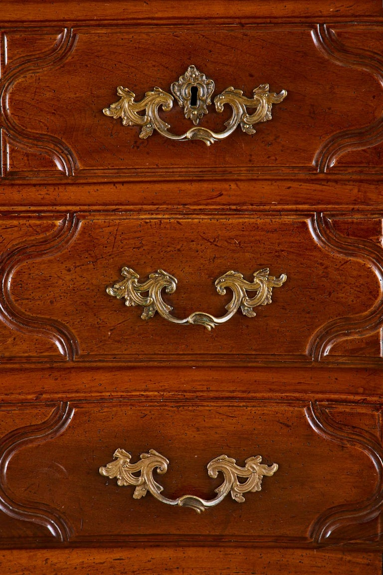 18th Century French Regence Walnut Commode or Chest For Sale 5