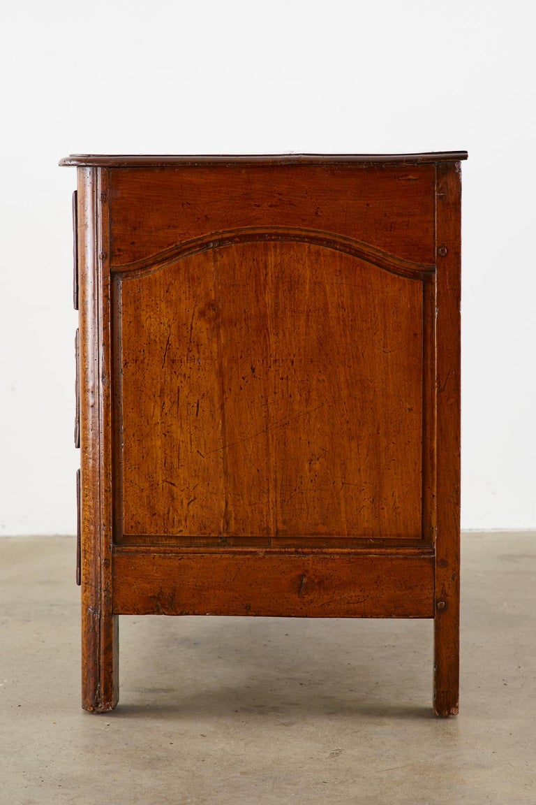 18th Century French Regence Walnut Commode or Chest In Good Condition For Sale In Rio Vista, CA