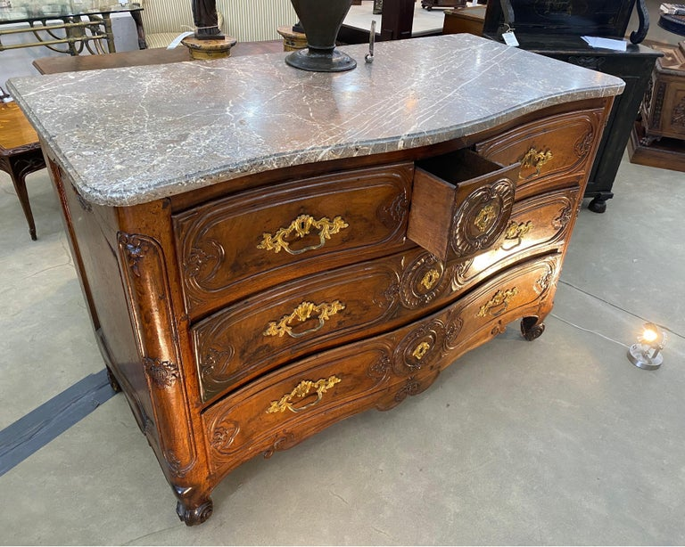 18th Century French Serpentine Marble Top Walnut Commode with Sunflowers For Sale 3