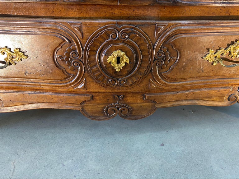 18th Century French Serpentine Marble Top Walnut Commode with Sunflowers For Sale 4