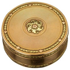 18th Century French Three-Color 18-Karat Gold Snuff Box, circa 1777