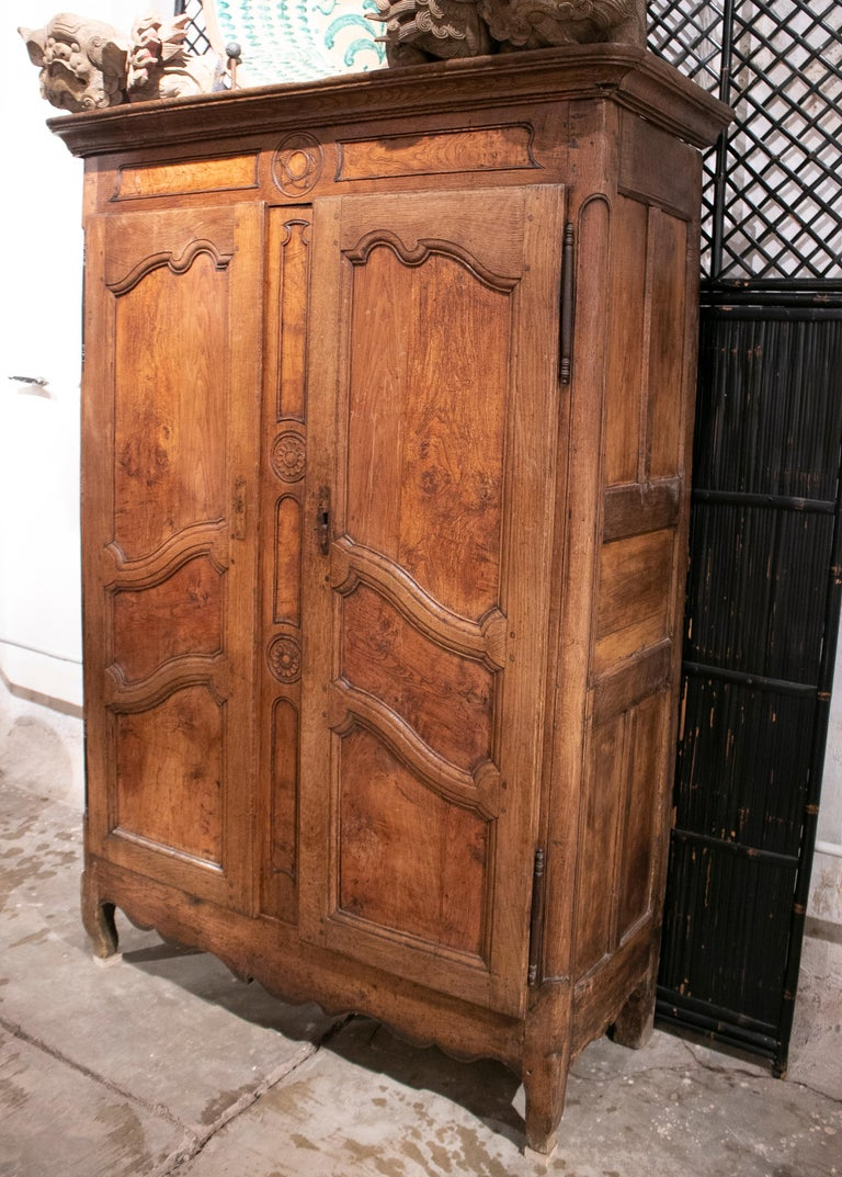 18th Century French Two Door Oak Panelled Wardrobe In Good Condition For Sale In Malaga, ES
