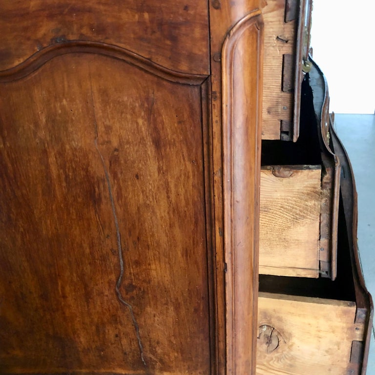 18th Century French Walnut Commode For Sale 8