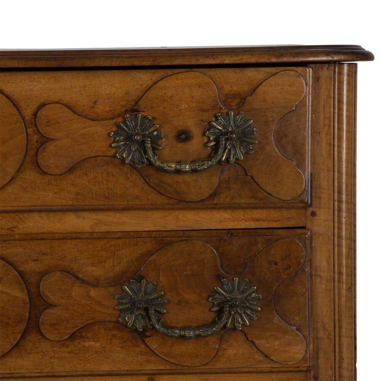 18th Century French Walnut Commode In Good Condition For Sale In Gloucestershire, GB