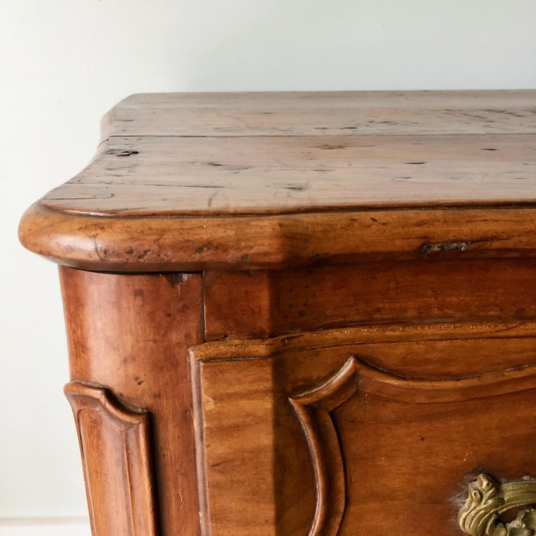 18th Century French Walnut Commode In Good Condition For Sale In Charleston, SC
