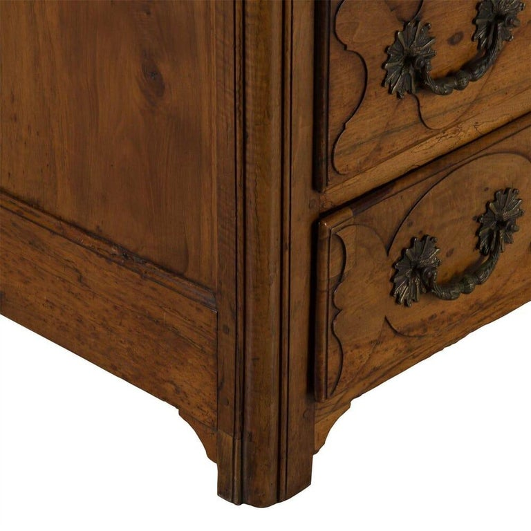 18th Century French Walnut Commode For Sale 1