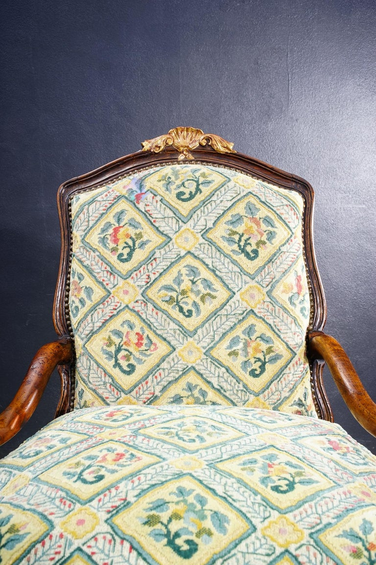 18th Century French Walnut Regence Armchair In Good Condition For Sale In Los Angeles, CA