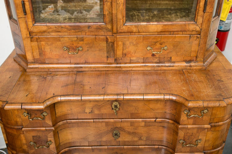 18th Century George I Burled Walnut Double-Dome Cabinet For Sale 5