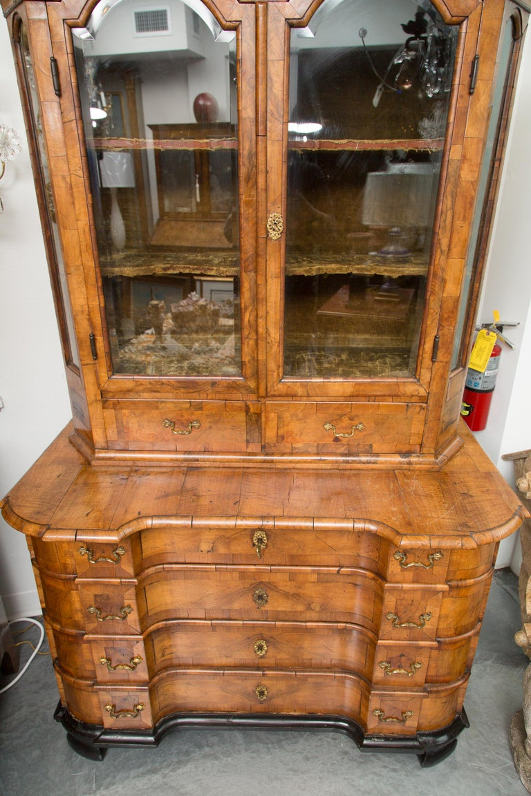 18th Century George I Burled Walnut Double-Dome Cabinet For Sale 6