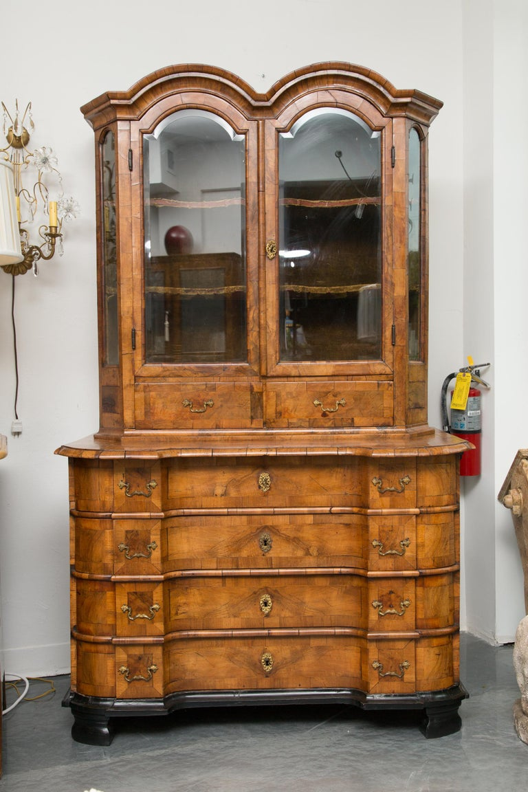 18th Century George I Burled Walnut Double-Dome Cabinet For Sale 8