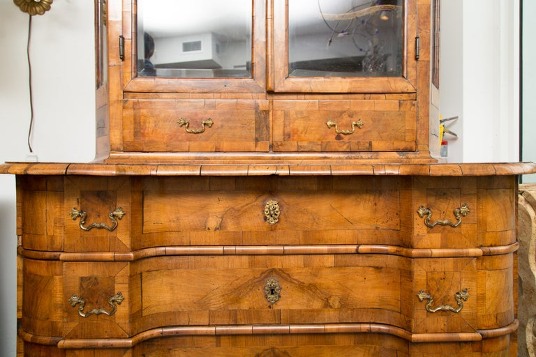 18th Century George I Burled Walnut Double-Dome Cabinet For Sale 2