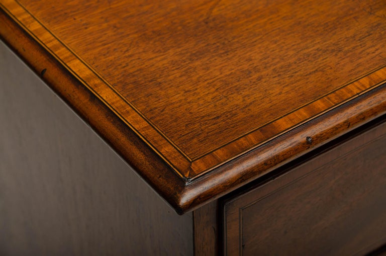 18th Century George III Mahogany and Satinwood Chest of Drawers, England In Good Condition For Sale In East Hampton, NY
