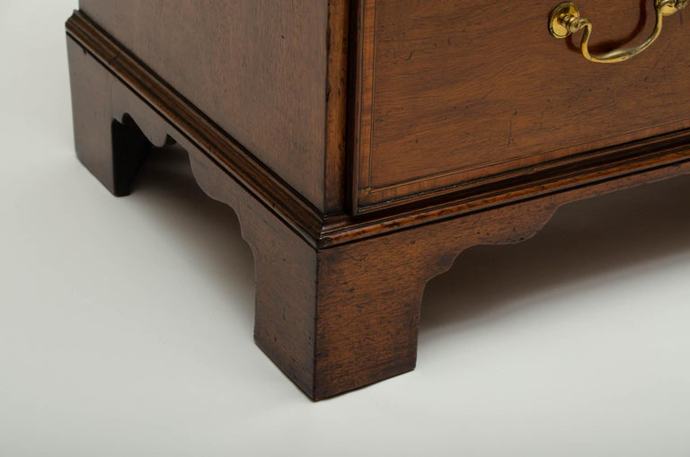 18th Century George III Mahogany and Satinwood Chest of Drawers, England For Sale 1