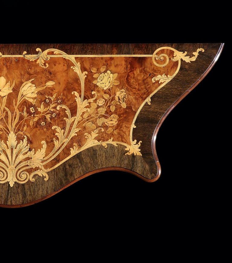 18th Century George III Marquetry Serpentine Commode Attributed to Ince & Mayhew In Good Condition For Sale In London, GB